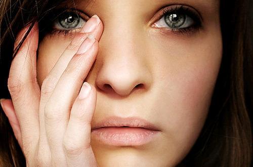 cry-eyes-girl-green-sad-Favim_com-128023